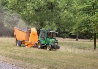 Traktor, Mähgerät und Aufnehmer