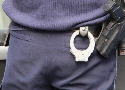 Festnahmen und Durchsuchungen