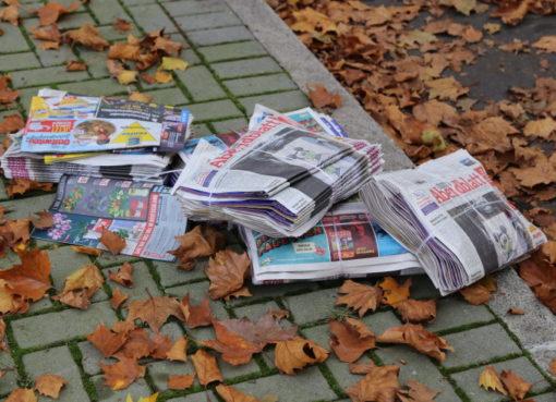 Liegengebliebene Anzeigenzeitungen