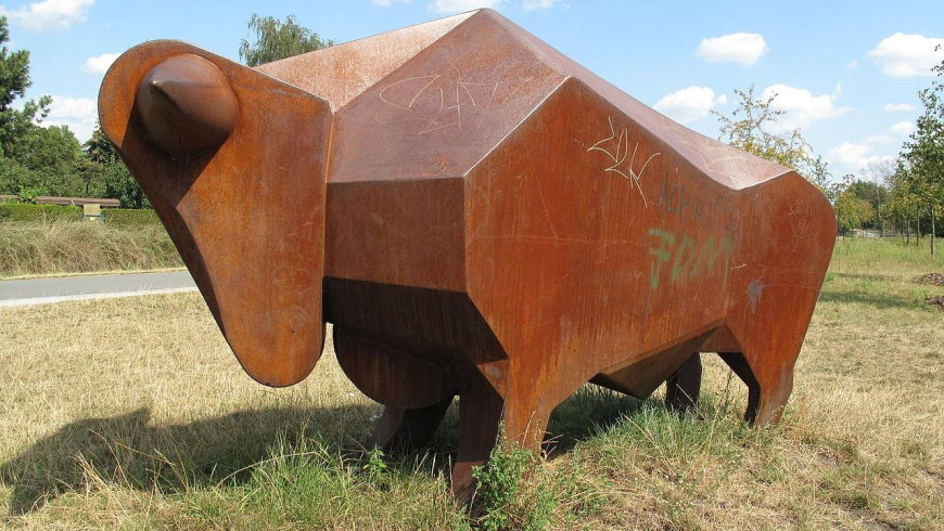Stahl-Plastik: Bullengraben-Bulle