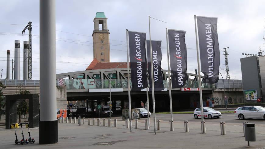 Vorplatz vor den Spandau-Arcaden